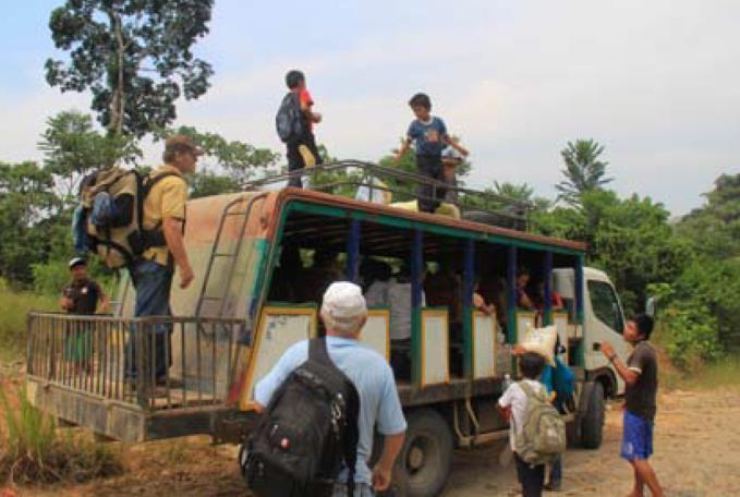 Miestny dopravný prostriedok pre cestovanie v pralese