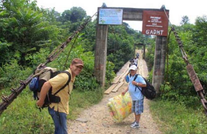 Misionar Anton Odrobinak na ceste do pralesa
